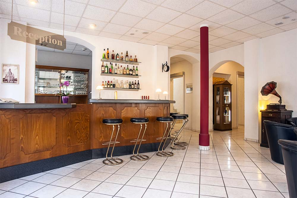 Rezeption Hotel Burgk - herzlich Willkommen